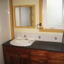 美しい輸入のアメニティアクセサリー(タオル掛け等)付洗面所